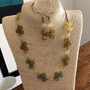 3/$10 NEW green necklace & earrings set